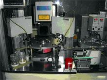 レーザーマーキングと自動板厚測定器